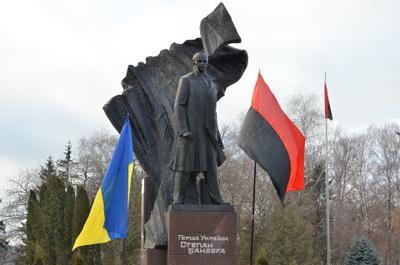 Памятник Степану Бандере в Тернополе